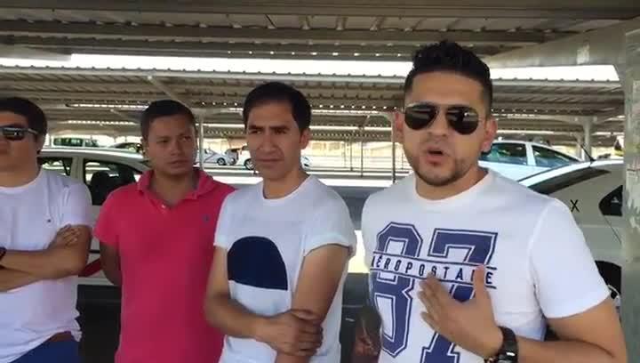 Ramiro, taxista ecuatoriano, se lamenta de las condiciones que, en la otra trinchera, tienen que soportar sus compatriotas conductores de VTC.