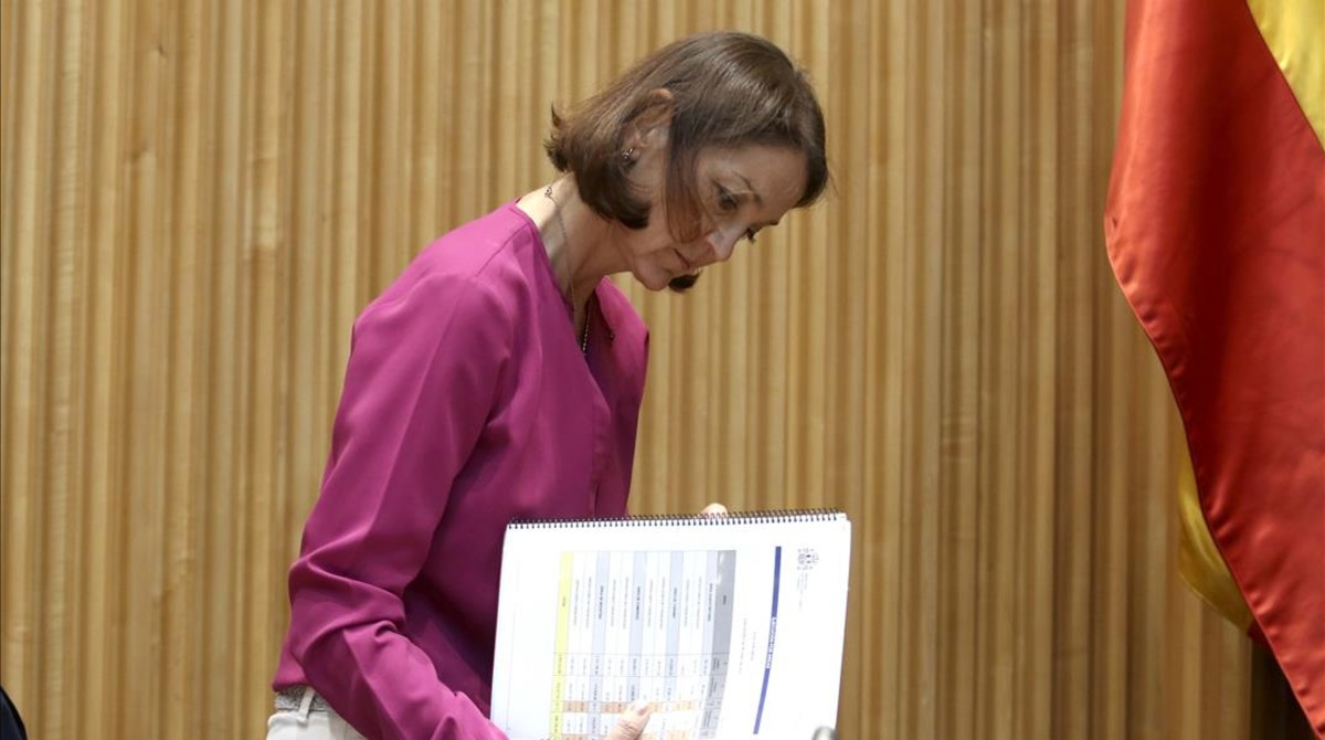 La ministra de Industria, Reyes Maroto, en la Comisión de Industria del Congreso de los Diputados.