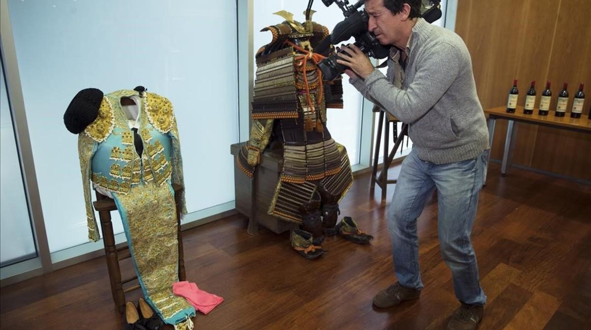 Un traje de torero y una armadura de samurái, dos de los objetos incautados a Juan Antonio Roca, el cerebro de la trama 'Malaya'