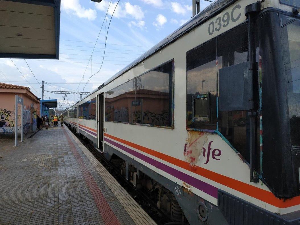 Tren averiado en Salomó por un fallo eléctrico.