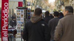 Venta de 'El Periódico' en un quiosco de Paseo de Gràcia.