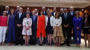 La ministra de Sanidad, Carmen Montón, con los consejeros del ramo en el Consejo Interterritorial de salud celebrado este jueves.