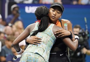 New York (United States), 31/08/2019.- Naomi Osaka of Japan (R) embraces Coco Gauff of the US after their match on the sixth day of the US Open Tennis Championships the USTA National Tennis Center in Flushing Meadows, New York, USA, 31 August 2019. The US Open runs from 26 August through 08 September. (Tenis, Abierto, Japón, Estados Unidos, Nueva York) EFE/EPA/RAY STUBBLEBINE
