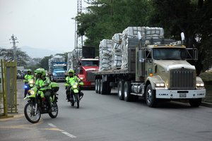 La ayuda humanitaria para Venezuela se sigue acumulando en los países vecinos.