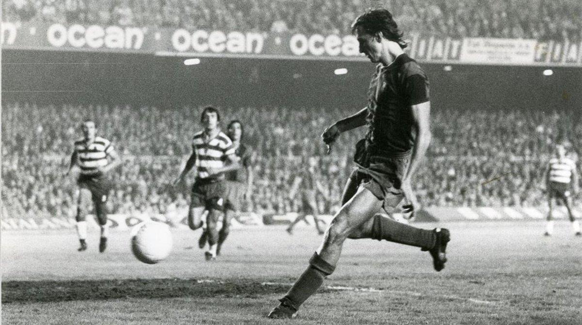 Johan Cruyff, el día de su debut como jugador del Barça, contra el Granada.