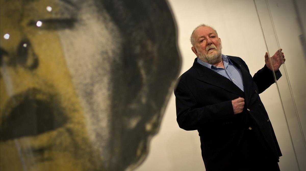 El artista Dario Villalba en su estudio.