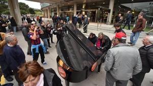 Habrá más de cien pianos repartidos por Barcelona al alcance de todo el mundo. En la imagen, uno instalado en elCampo Nou en una edición anterior.