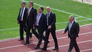 Los miembros de la federación de fútbol en las instalaciones de Las Rozas (Madrid).