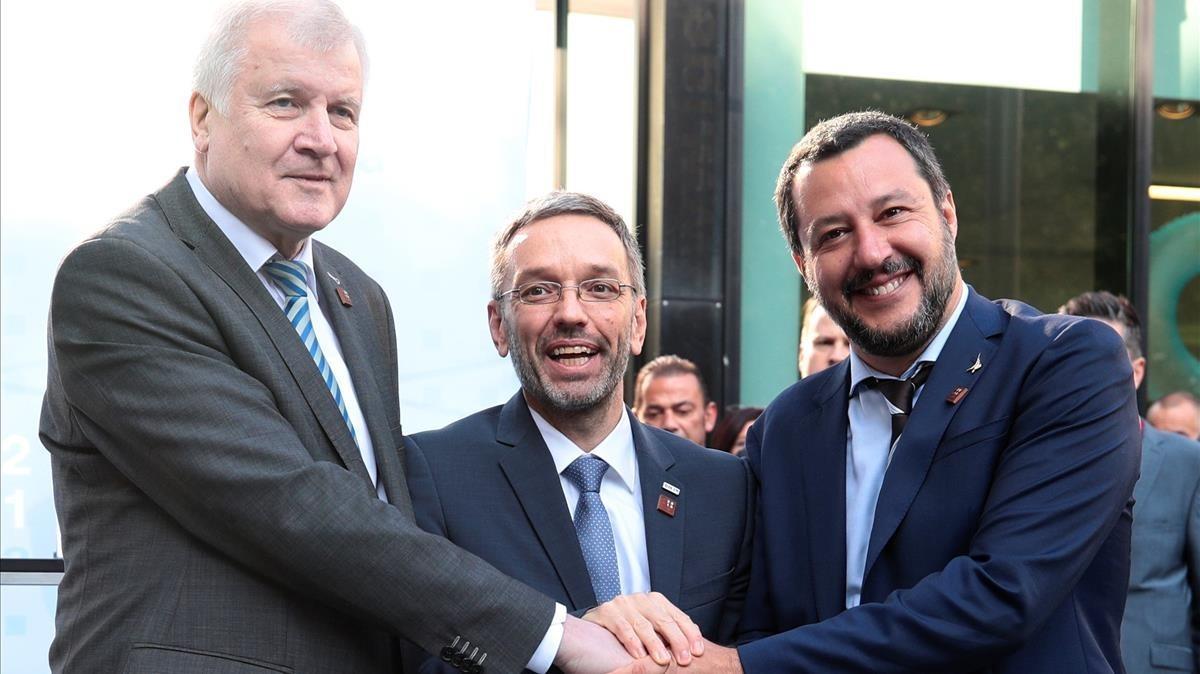 """Alemanya, Àustria i Itàlia pacten reduir """"a zero"""" la immigració il·legal a la UE"""