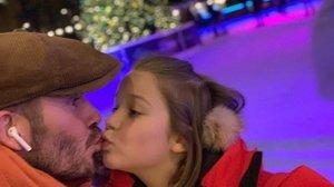 David Beckham, criticat per fer un petó als llavis a la seva filla