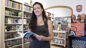 Neus Fígols, en la librería Oniria del barrio de Gràcia.