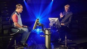 Matthew Macfadyen (Charles Ingram) y Michael Sheen (Chris Tarrant) en una imagen de 'Quiz'.