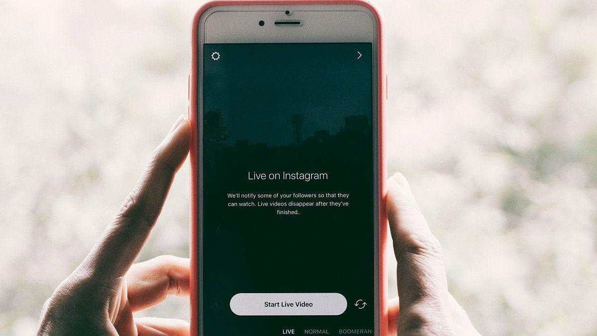 Un smartphone listo para grabar un vídeo de Instagram
