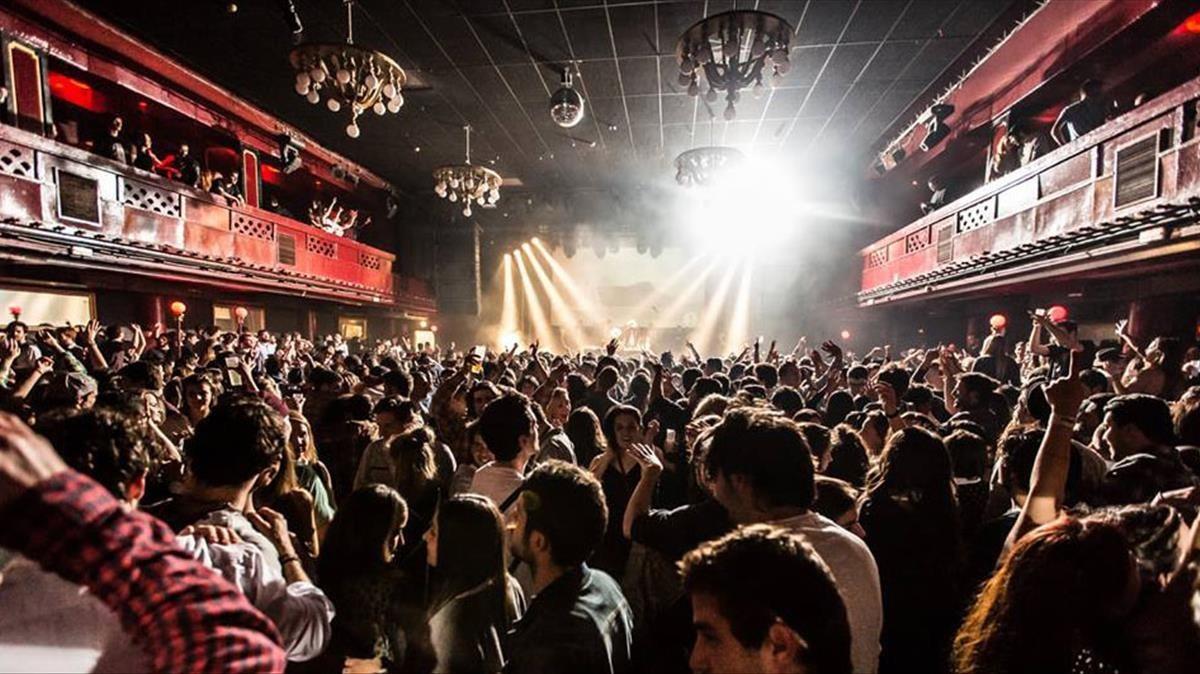 La sala apolo de barcelona de fiesta por su 75 aniversario for Sala apolo barcelona