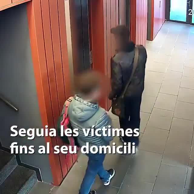 Los Mossos detienen a un hombre que robaba a menores con un cuchillo