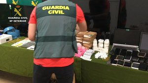 Vint detinguts d'una xarxa de narcotràfic que venia la perillosa droga Pantera Rosa