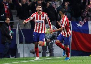 Morata (i) celebra junto a Lodi el gol del Atlético ante el Leverkusen.