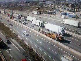Aparatós accident amb diversos camions implicats en l'AP-7 a Sant Cugat