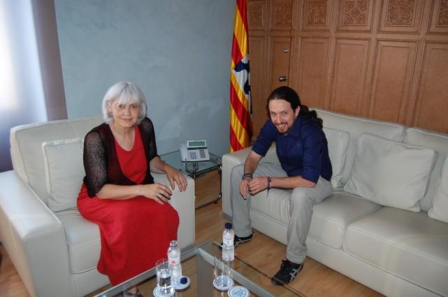 La alcaldesa de Badalona, Dolors Sabater, con el líder de Podemos, Pablo Iglesias.