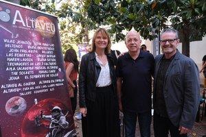 La alcaldesa Lluïsa Moret, el director del festival Jordi Turtós, y el concejal de Cultura, José Manuel González, en la presentación del Festival Altaveu