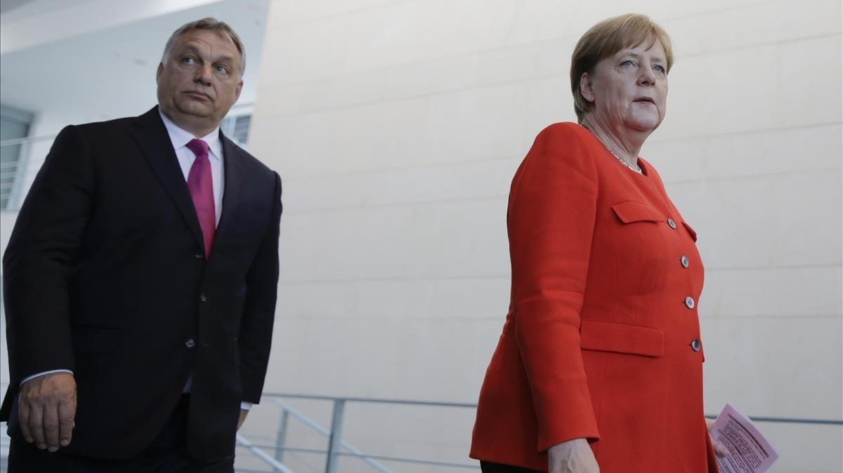 La cancillera alemana, Angela Merkel, y el primer ministro húngaro,Viktor Orban tras reunirse en Berlín.