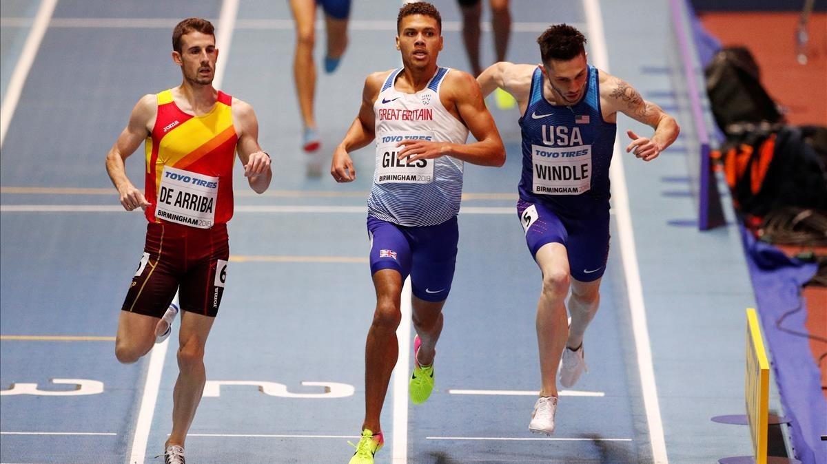 De Arriba se impone por fuera en su semifinal de 800 metros.