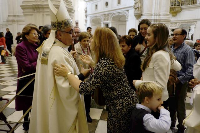 El arzobispo de Granada se postra ante el altar para pedir perdón por los 'escándalos'