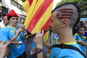 Asistentes a la manifestación, en la plaza de Espanya.