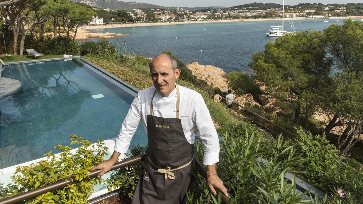 El cocinero Paco Pérez enseña cómo preparar 'espardenyes' con tripa de bacalao y garbanzos.
