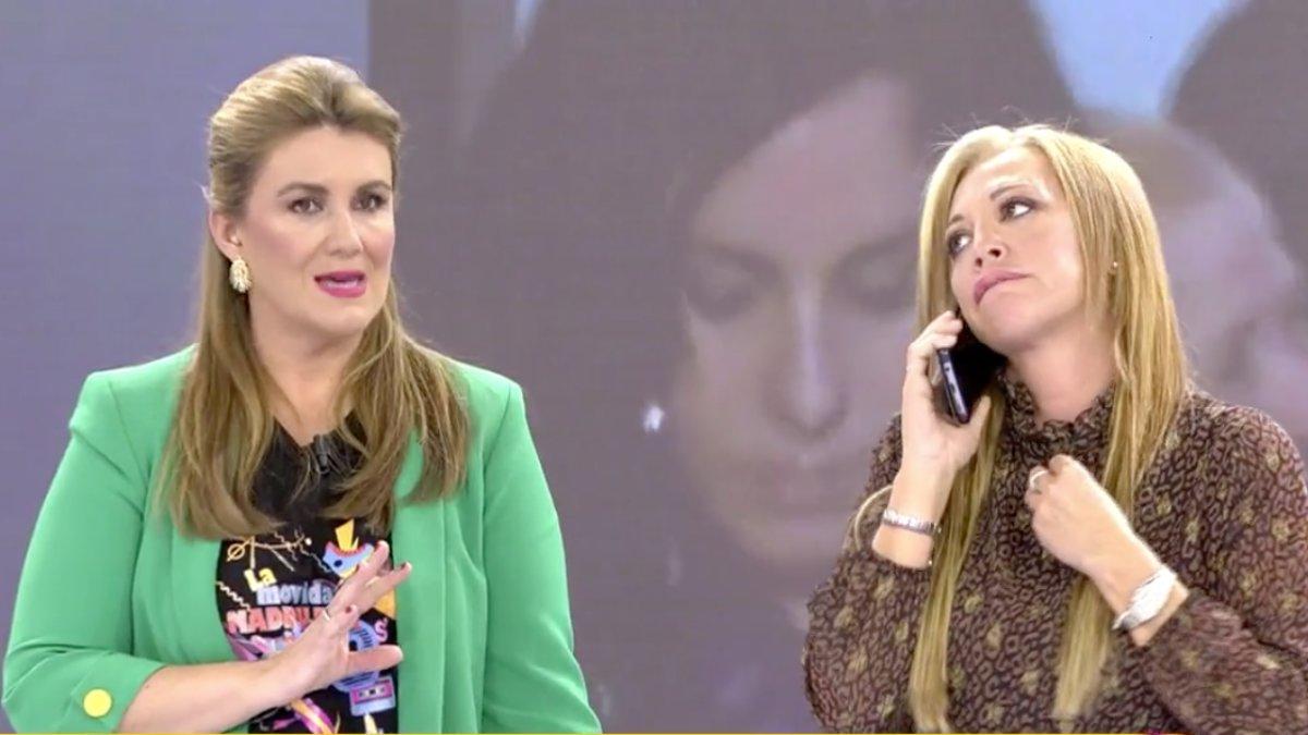 Belén Esteban hablando con Isabel Pantoja al lado de Carlota Corredera en 'Sálvame'.