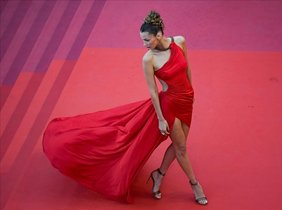La modelo Bella Hadid posa en el 'photocall' del Festival de Cannes, el pasado 17 de mayo.