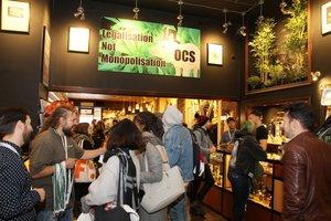 TORONTOCANADADecenas de personas visitan una tienda de venta de productos y accesorios para el consumo de marihuana durante el primer dia de la legalizacion EFE Osvaldo Ponce
