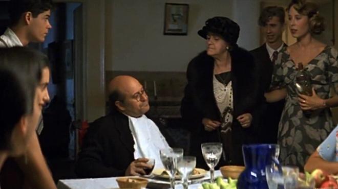 Secuencia de Chus Lampreave, en la película Belle Époque de Fernando Trueba estrenada en el 1992. Fue galardonada con un Oscar a la mejor película de habla no inglesa.