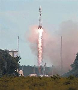 El cohete Soyuz despega de Kurú, en la Guayana francesa.