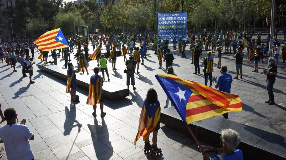 La concentración en la Plaça Universitat.