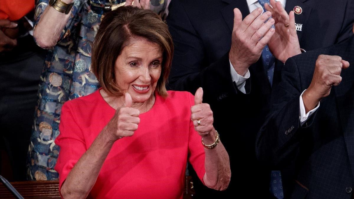 La líder democrata Nancy Pelosi reacciona tras ser elegida este jueves como presidenta de la Camara Baja de EEUU.