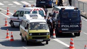 Control policial de vehículos en la frontera franco-española en Hendaya, con motivo de la cumbre del G-7 en Biarritz.