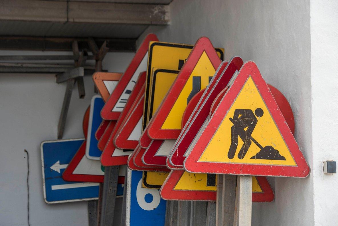 Almacén de una empresa de construcción en Mahó(Menorca), este lunes, el primer día del paro total de las actividades no esenciales.