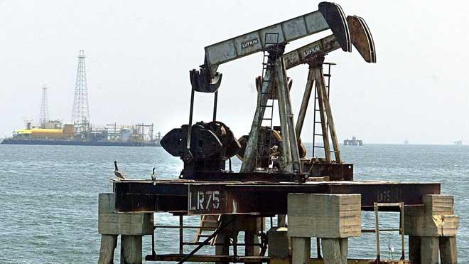 El preu del petroli es dispara després de l'atac a l'Aràbia Saudita