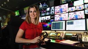La periodista Danae Boronat, rimera mujer que transmite un partido de fútbol en la tele.