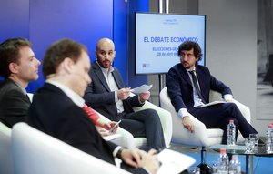 Los responsables económicos (de izquierda a derecha)del PP, Daniel Lacalle ; del PSOE, Daniel Fuentes; de Unidas Podemos, Nacho Álvarez, y de Ciudadanos, Toni Roldán, durante el debate sobre asuntos económicos que ha celebradola Agencia EFE.