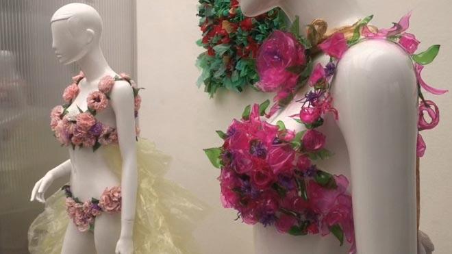 Diseñan en Valencia el vestido-bikini de Cristina Pedroche con material reciclado.