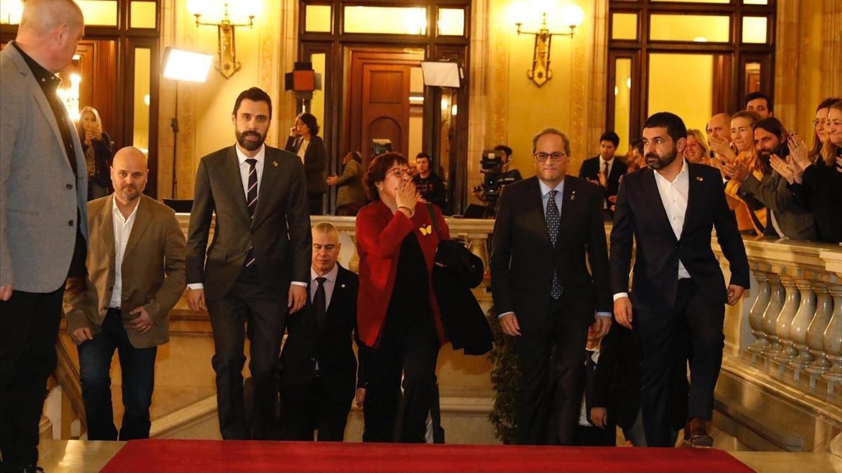 Dolors Bassa a su llegada al Parlament para declarar ante la comisión de investigación de la cámara catalana sobre la aplicación del artículo 155 de la Constitución