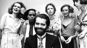 Una de las imágenes más antiguas de Karl Lagerfeld, en 1973, con barba, cuando tenía 39 años.