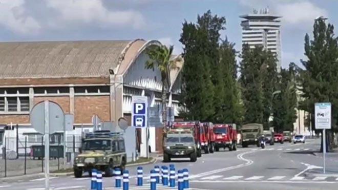 Efectivos de la Unidad Militar de Emergencias desinfectan instalaciones del Puerto de Barcelona.