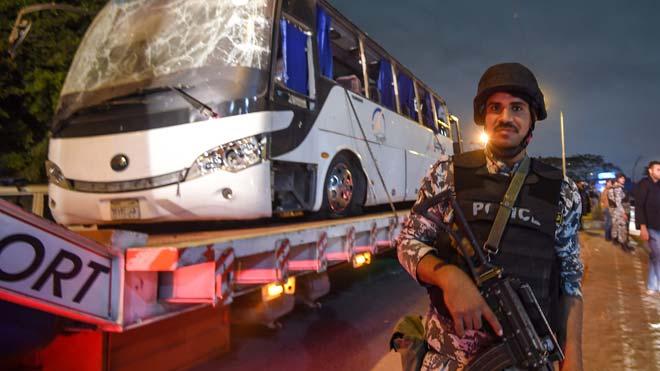 Egipte mata 40 presumptes terroristes després de l'atemptat a l'autobús