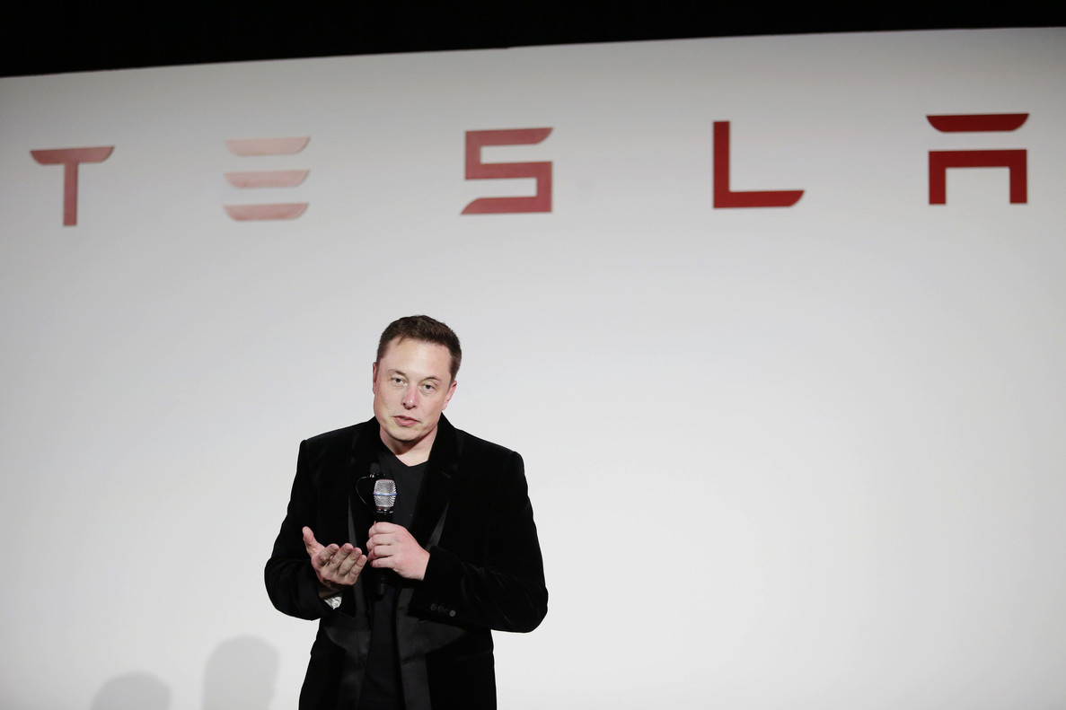 FILE - In a Sept. 29, 2015, file photo, Elon Musk, CEO of Tesla Motors Inc., talks about the Model X car at the companys headquarters, in Fremont, Calif. Unable to string together profitable quarters, electric car and solar cell maker Tesla Inc. reported a loss for the last three months of 2016. (AP Photo/Marcio Jose Sanchez, File)
