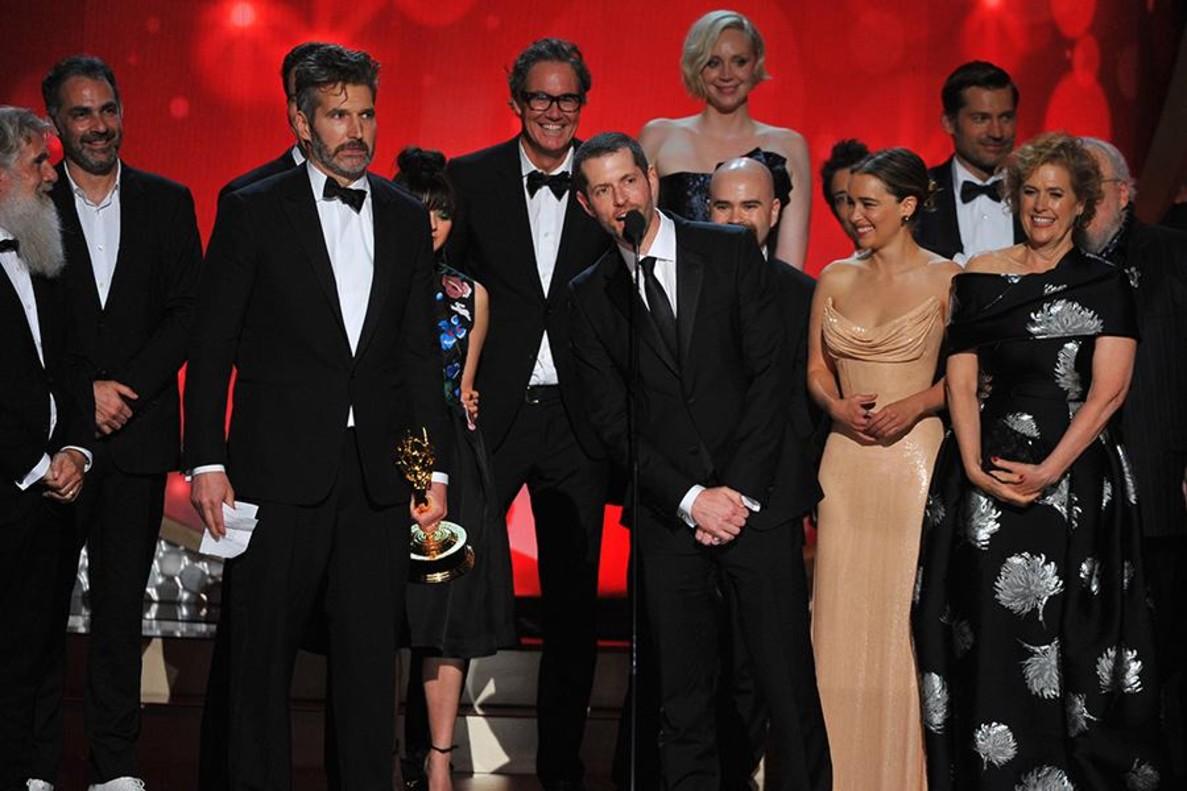 El equipo de Juego de Tronos, durante la gala de los Emmy.
