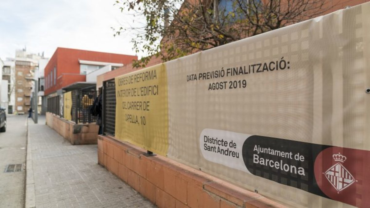 Fachada de la escuela de Segunda Oportunitat impulsada por el Ayuntamiento de Barcelona, situada en el barrio de Navas, en Sant Andreu.