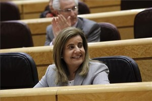 La ministra de Empleo y Seguridad Social, Fátima Báñez, durante una sesión de control al Gobierno en el Senado.